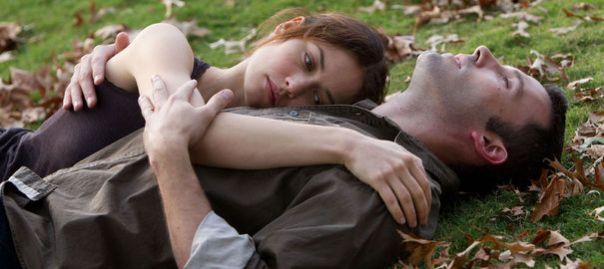 Ben Affleck est inexpressif, son personnage est d'une neutralité déconcertante