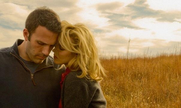 Alors quelques décisions essentielles (et quelques fuites destructrices) suffisent à raconter une histoire d'amour